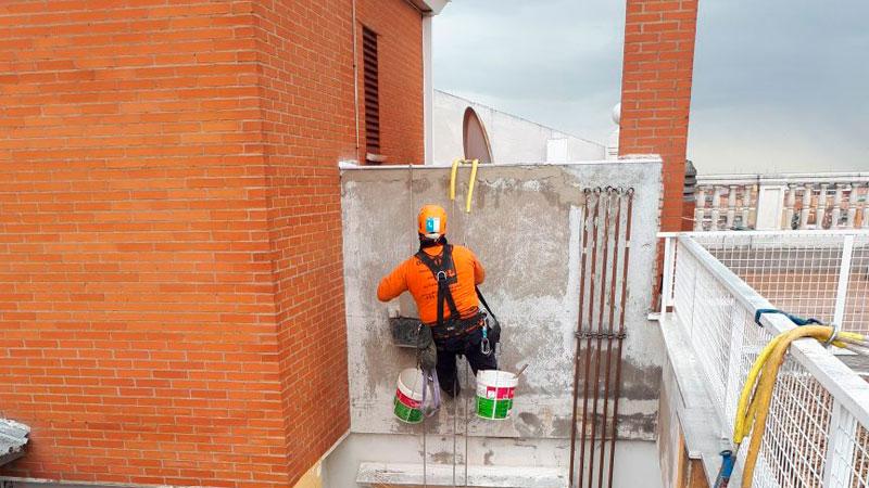 Trabajos verticales en edificaciones pintura de patios