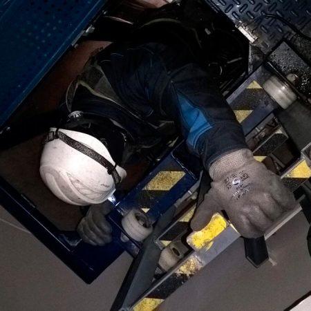Inspección de instalación eólica revisión interior