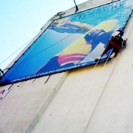 Trabajos verticales en edificaciones instalación de carteles
